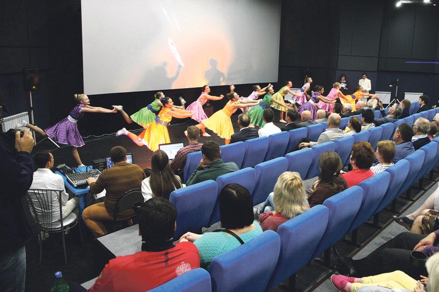 Кинотеатр «Неон»  - одно из любимых мест досуга курчатовцев.