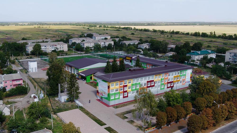 Образовательно-спортивное пространство: Солонянская школа после реконструкции и стадион