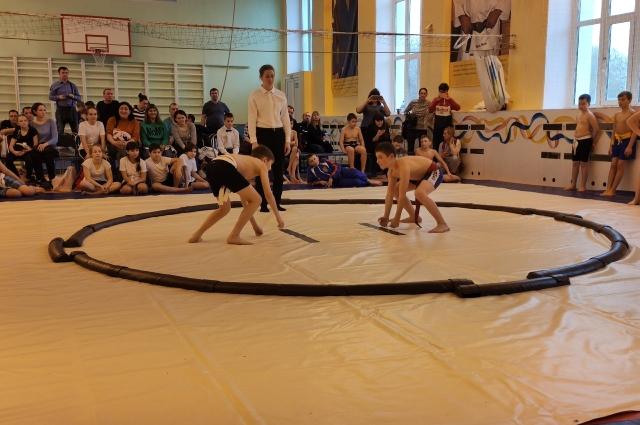 В Тюмени прошли первые соревнования по сумо.