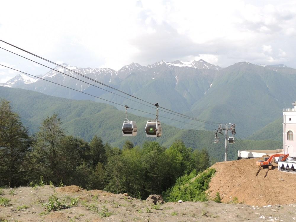 Один подъёмник в Горной карусели может перевозить сразу восемь человек