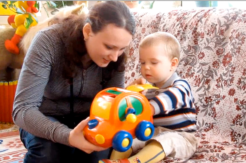 Малыши до года особенно восприимчивы к эмоциональному общению