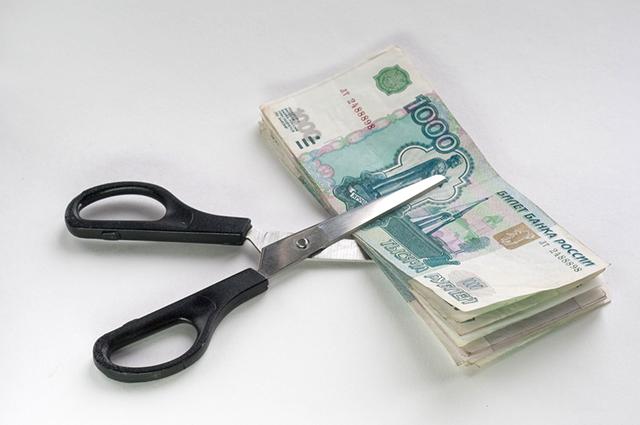Деньги и ножницы