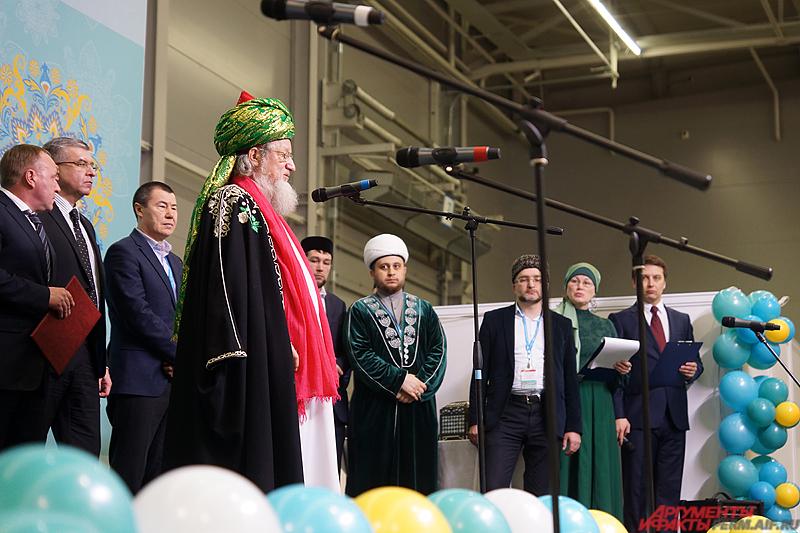 Почётный гость мероприятия Верховный Муфтий, Председатель центрального духовного управления мусульман России Шейх-уль-ислам Талгат Сафа Таджутддин.