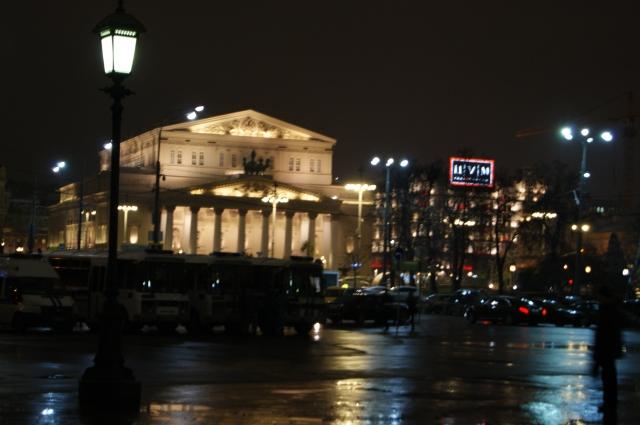 Большой театр вечером прекрасен.