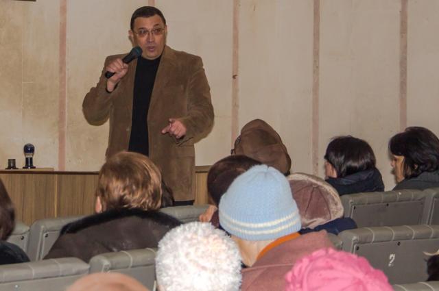 Олег Кумейко на митинге жителей Калачёвского района.