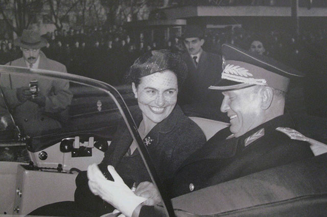Иосип Броз Тито и его четвёртая супруга Йованка, 1962 г.
