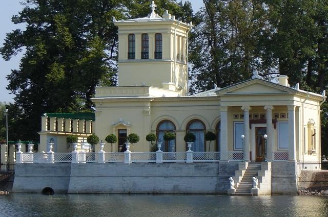Николай I подарил павильон своей супруге.