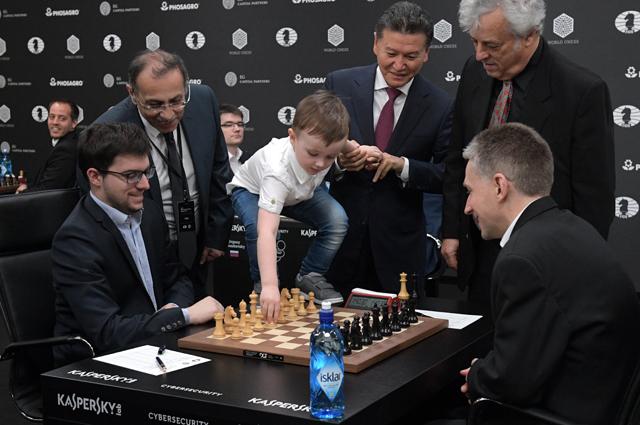 Юный шахматист Михаил Осипов