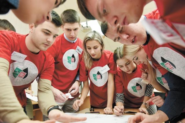 На втором этапе ребят ждала командная работа, где проверяли их умение работать в коллективе, эрудицию и креативность.