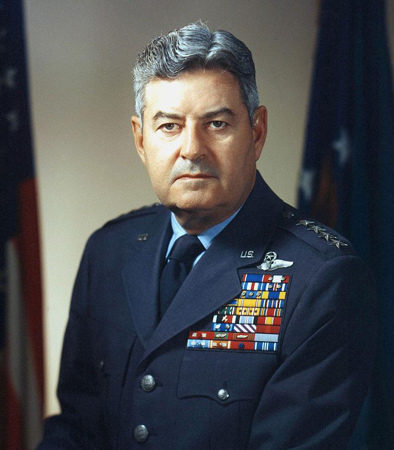 генерал Кертис Лемэй.