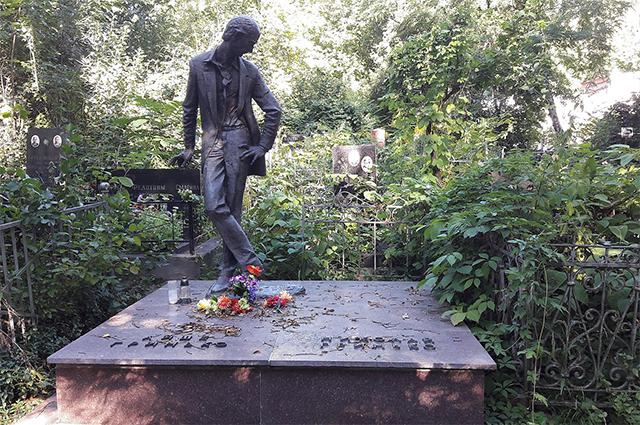 Памятник на могиле Николая Гринько. Скульптор Владимир Миненко.
