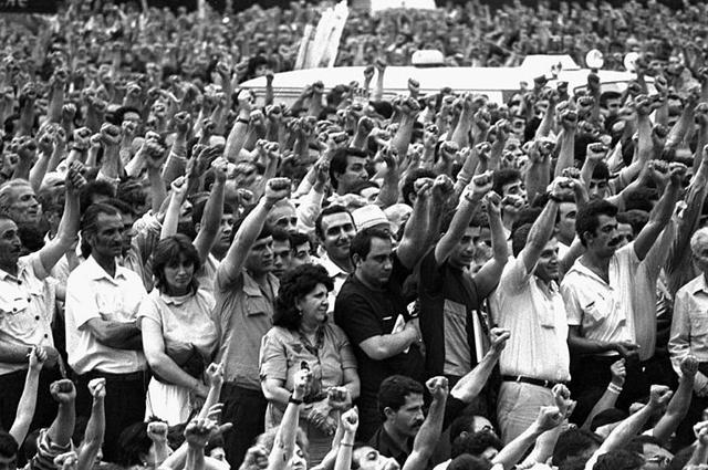 Выступление в поддержку отделения Нагорного Карабаха от Азербайджана. Ереван, 1988 год