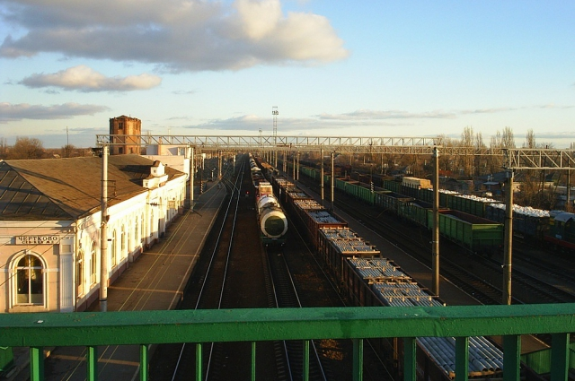 На станции Чертково: переходить по железнодорожному мосту из России на Украину можно теперь только с загранпаспортом