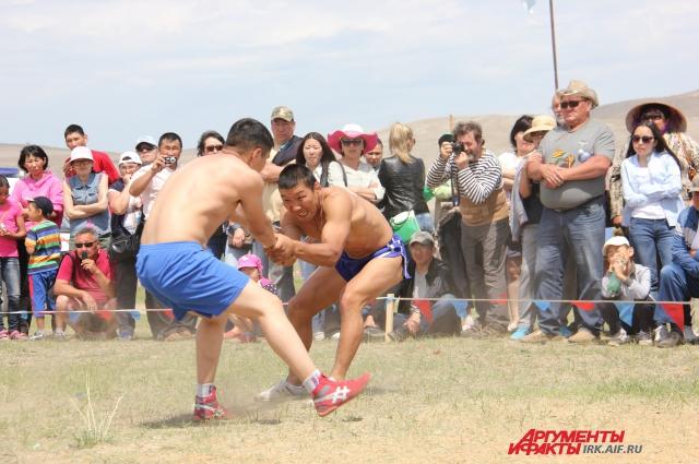 Битва баторов - зрелищная часть фестиваля.