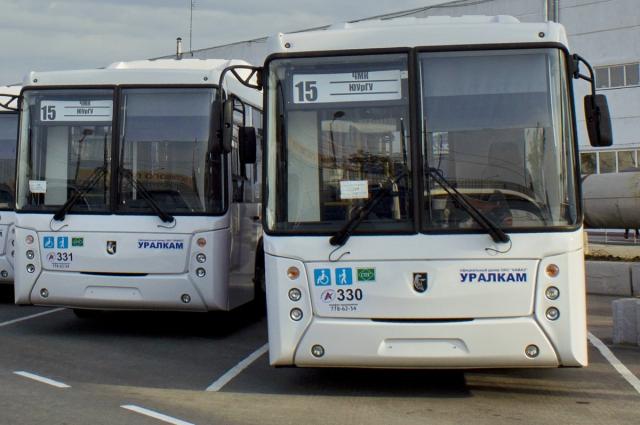 Люди со слабым зрением могут увидеть номер автобуса, если он написан черным на белом фоне.