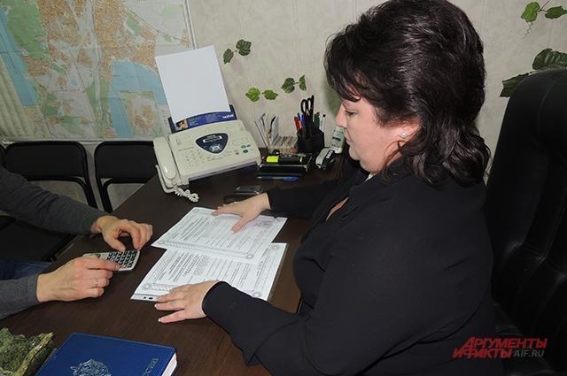 В первую очередь надо внимательно проверить документы, уверена риелтор
