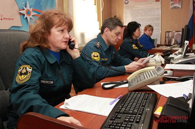 Служба 01 в сутки принимает больше трёх тысяч звонков от горожан, это первый номер, который люди набирают в чрезвычайных ситуациях