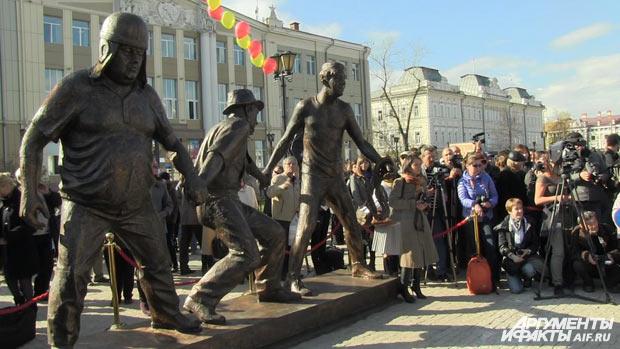 Памятник героям Гайдая в Иркутске.