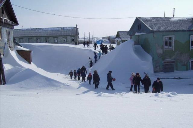На Диксоне длинная и снежная зима.