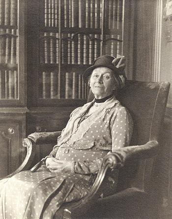 Алиса Харгривс в возрасте восьмидесяти лет, 1932 год. . Фотограф У. Каулборн Браун