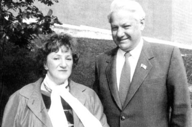 С июля 1991 по ноябрь 1992 года - Старовойтова советник президента РФ Бориса Ельцина по вопросам межнациональных отношений.