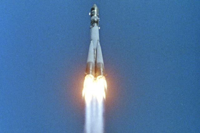 Космический корабль «Восток-1» стартовал с первым космонавтом Земли Юрием Гагариным. 12 апреля 1961 года.