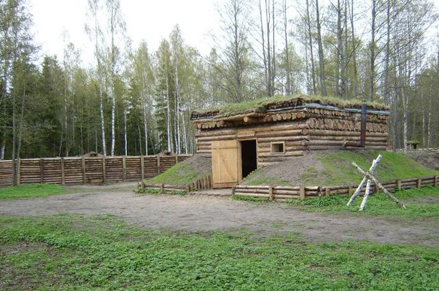 Реконструированный фрагмент немецкой стены и бункера в Музее рождественских сражений, Латвия.