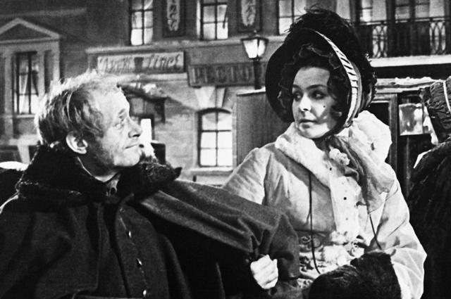 Ролан Быков и Нина Ургант в фильме «Шинель», 1959 год.