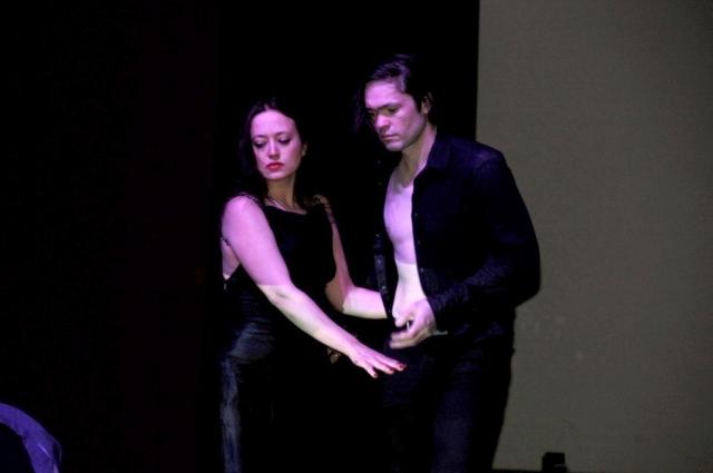 Ксения Бабковская и Алексей Гатин в спектакле «ВОЛАНДА. Net».