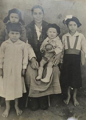 Дорошенко ушёл на фронт, оставив дома жену с четырьмя детьми.