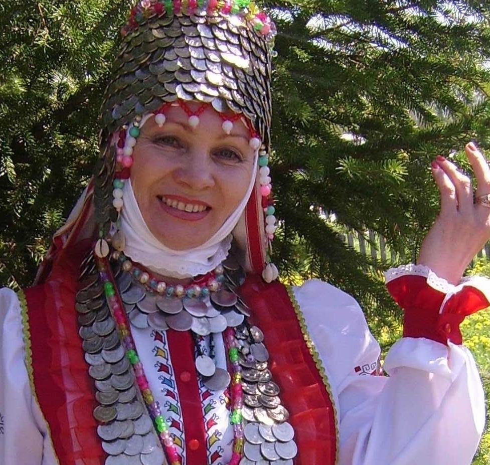 Замужняя женщина носила головной убор с открытым верхом (хушпу).