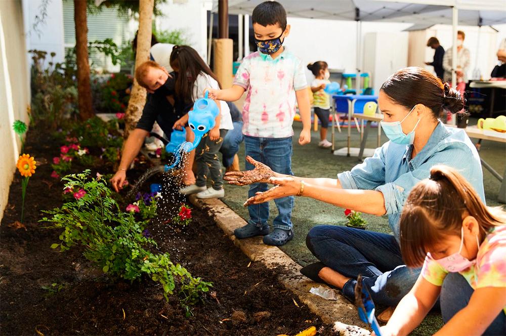 Принц Гарри и Меган Маркл посещают Центр дошкольного обучения в Лос-Анджелесе. Сентябрь 2020.