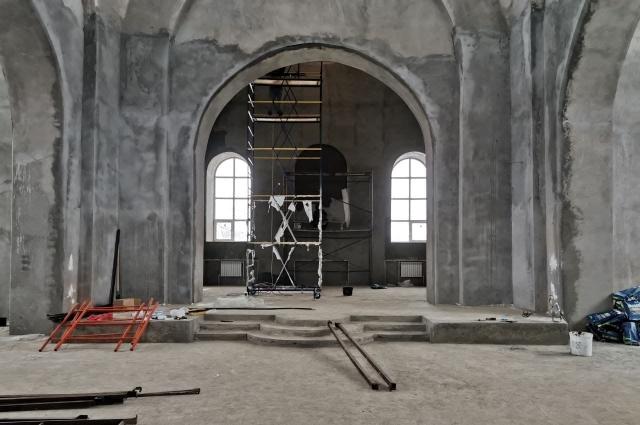 Настоятель храма надеется, что основные работы завершат в этом году, и тогда можно постепенно приступать к богослужениям на новом месте.