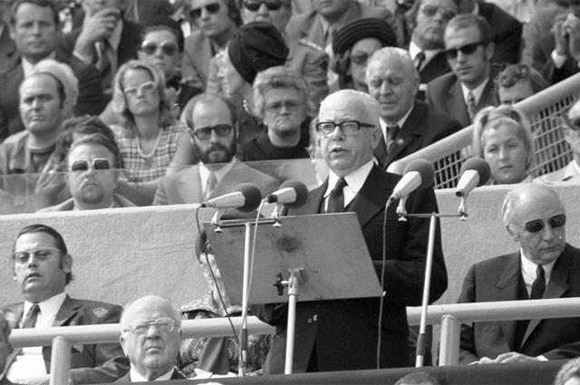 Президент ФРГ Хейнеманн выступает на траурном митинге, посвящённом памяти израильских спортсменов