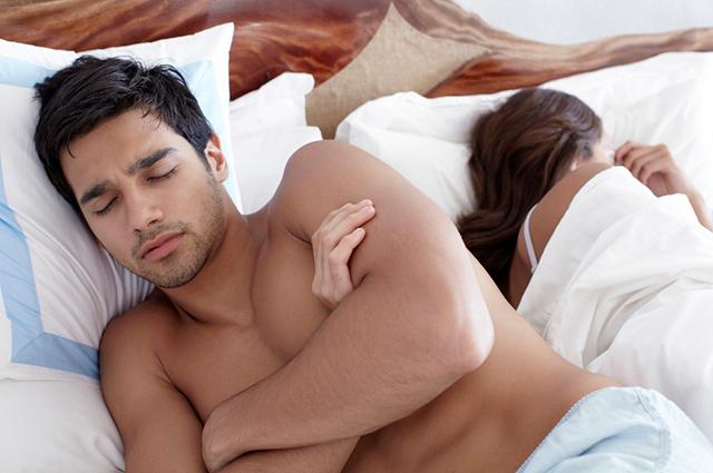 10 поз для сна, которые четко характеризуют отношения внутри пары | 425x640