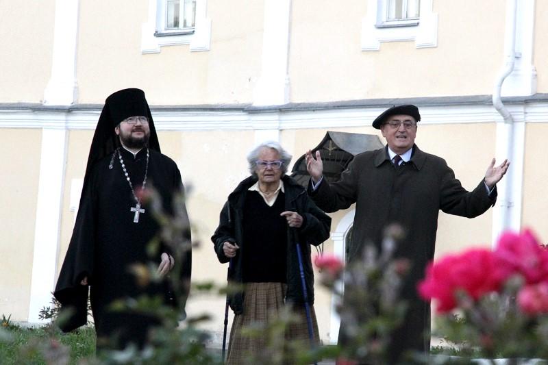 Маркиза и посол Мальтийского ордена на Соборном дворе.