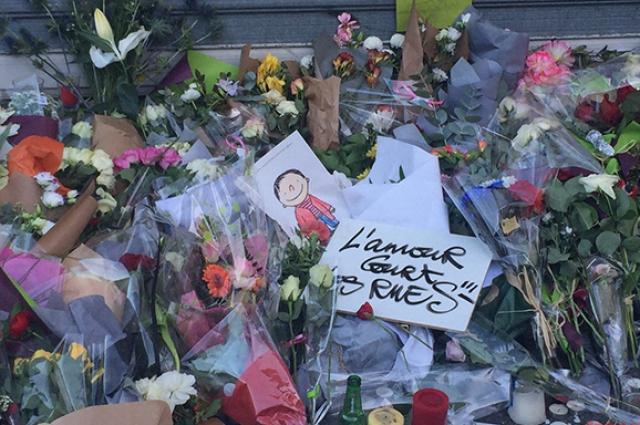 В Париже во время террористического акта погибли 130 человек и более 300 пострадали. Ответственность за атаку на французскую столицу взяли на себя боевики запрещенной в России радикальной группировки «Исламское государство».