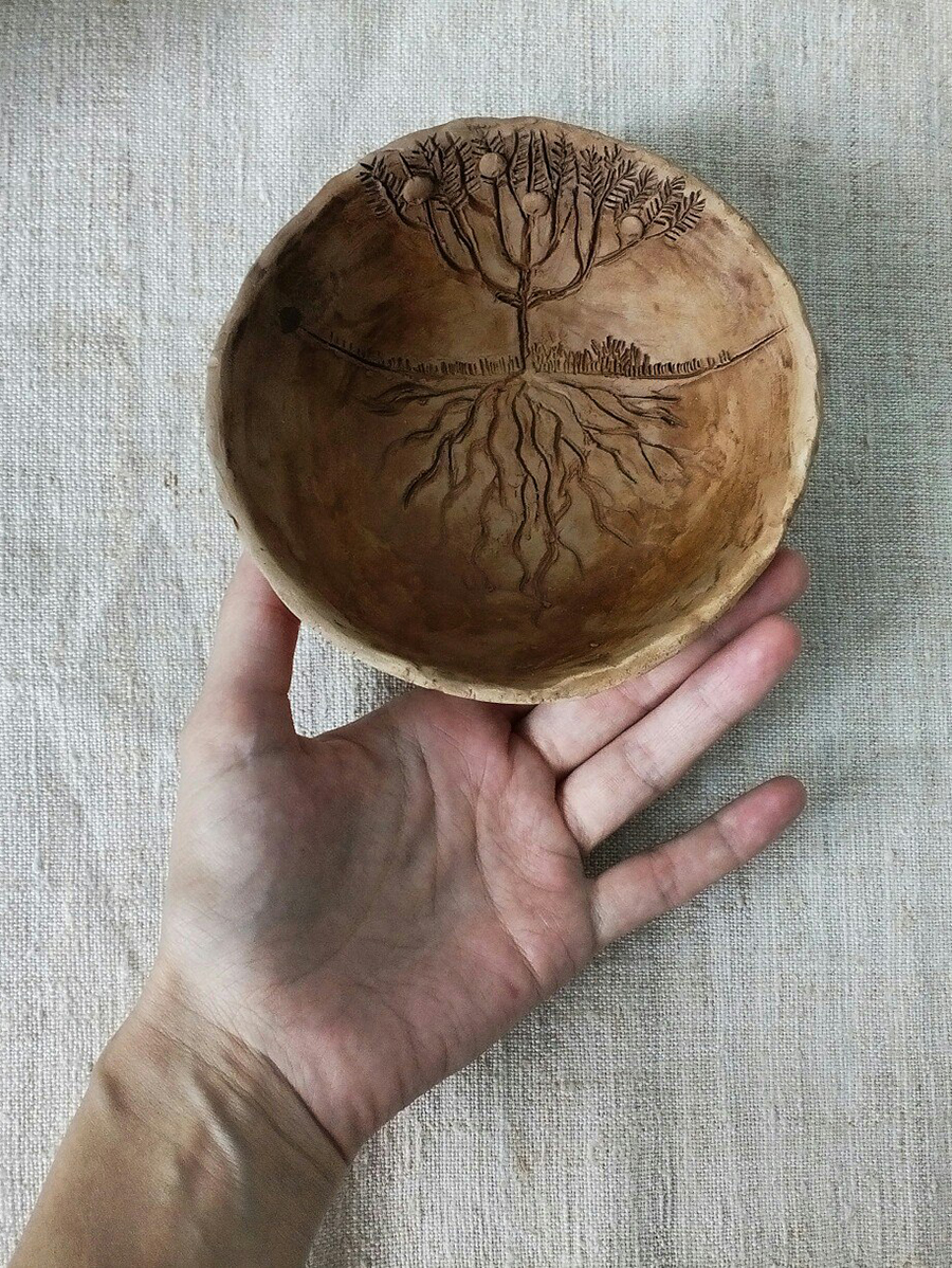 Лепка из глины не просто творчество, это своеобразная терапия, - уверена керамистка.