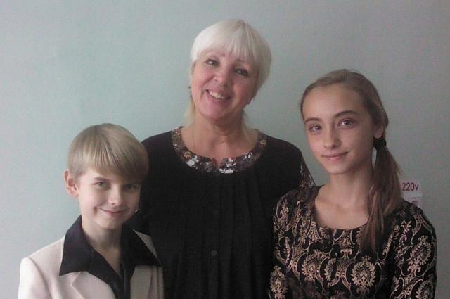 Вадим Гладков с учительницей по вокалу.