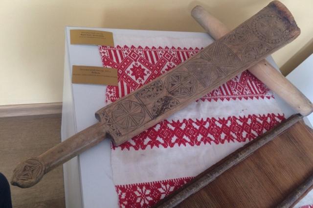 С помощью этого необычного приспособления наши предки гладили одежду.