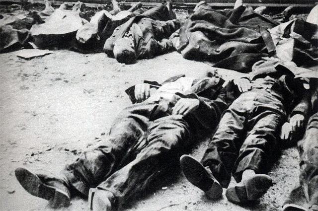 Уничтожение гражданского населения Варшавы.