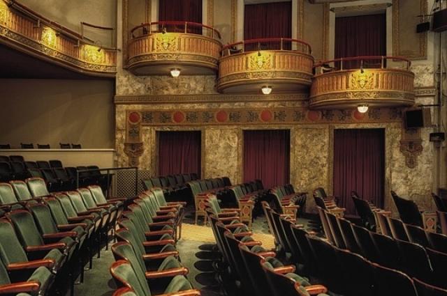 У Центра современной драматургии пока что нет такого роскошного зала, то всё впереди.