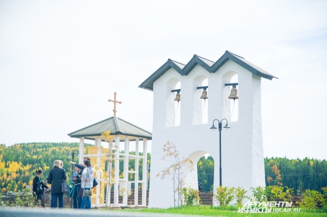 Часовня извонница построены рядом с фундаментом разрушенной Ильинской церкви.