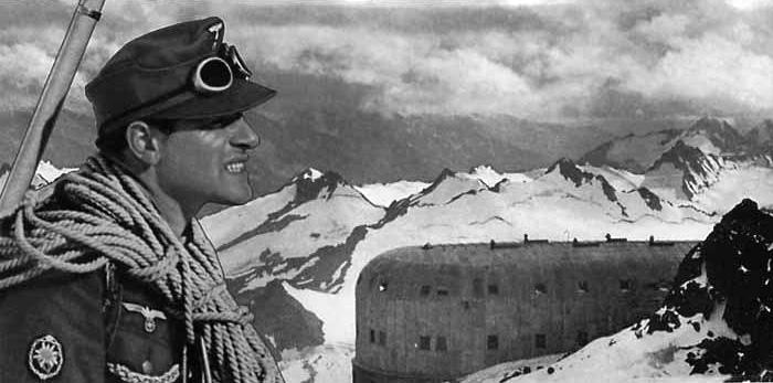 Егеря дивизии «Эдельвейс» на Приюте Одиннадцати. 1942 г.