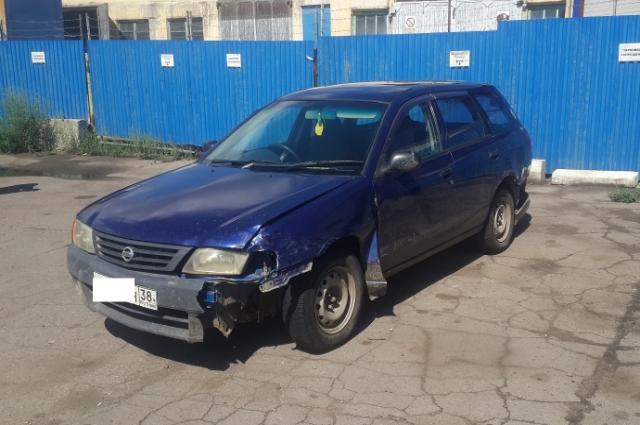 17-летний парень протаранил три припаркованных автомобиля в Ангарске.