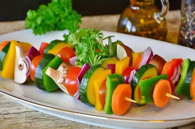 Желающим похудеть рекомендуются не булки, а овощи.