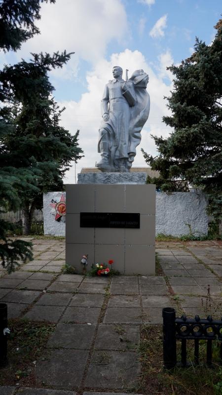 Деньги на благоустройство памятника выделили, но уже после Дня Победы.