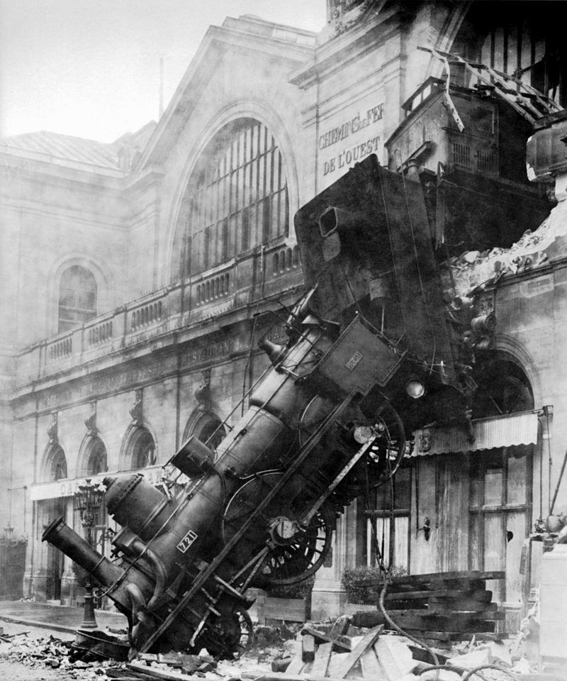 Крушение на вокзале Монпарнас в Париже