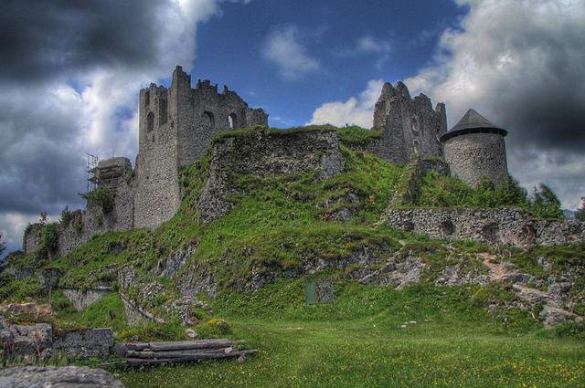 Руины замка Эренберг, в котором Алексей прятался от царских агентов