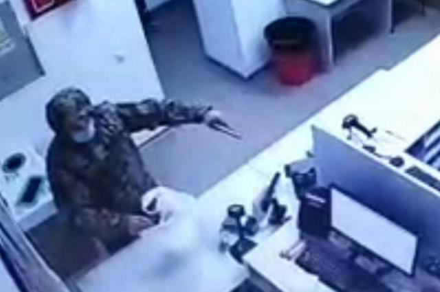 Мужчина в военной форме ограбил Новую почту